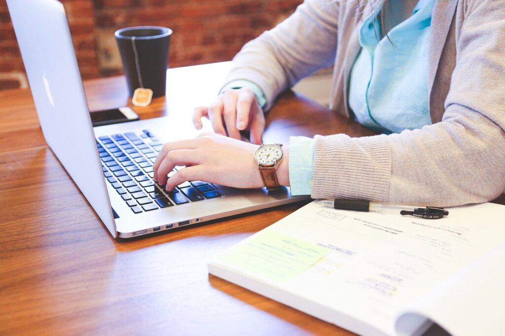 student, typing, keyboard-849825.jpg
