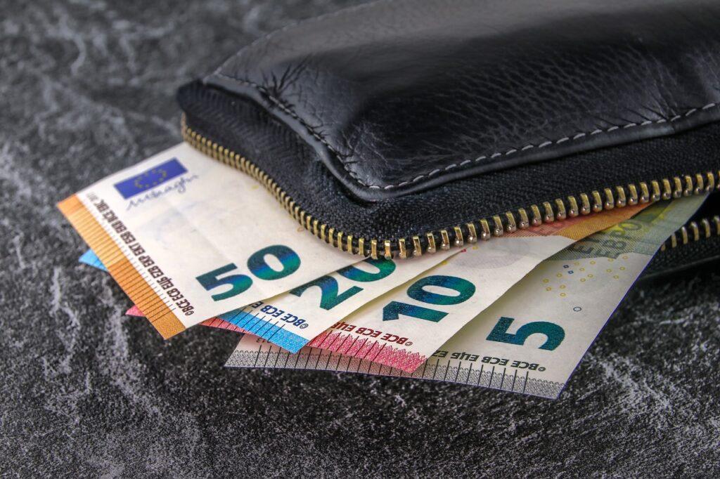 money, banknotes, euro-3918183.jpg